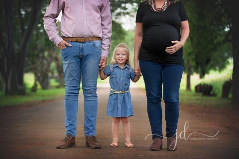 Outdoor maternity photos